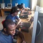 Copiando información y ultimando detalles desde nuestras laptops (Foto 1)