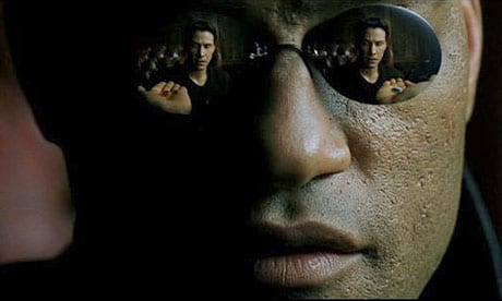 En The Matrix, el pirata informático Neo descubre cómo el mundo da seguimiento a lo que hace. A Google+ le gusta hacer lo mismo